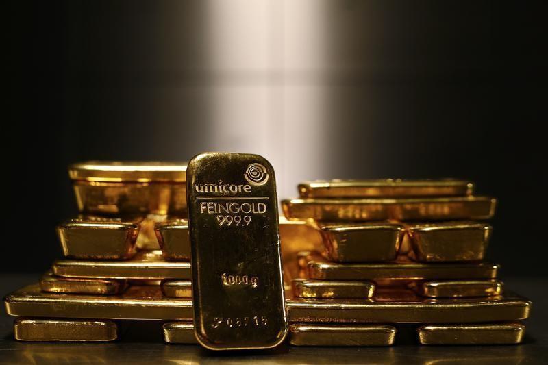 © Reuters. Oro vicino al massimo di 2 settimane tra le speculazioni sulla Fed