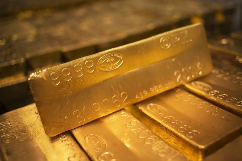 © Reuters. Futures dell'oro pressoché invariati, scambi ridotti