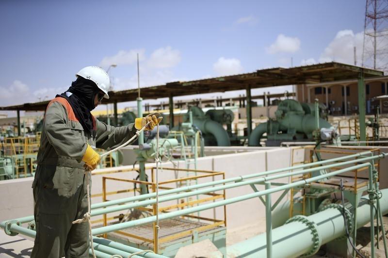 © Reuters. تسعير خام دبي لشهر فبراير بخصم 0.15 دولار للبرميل عن العماني