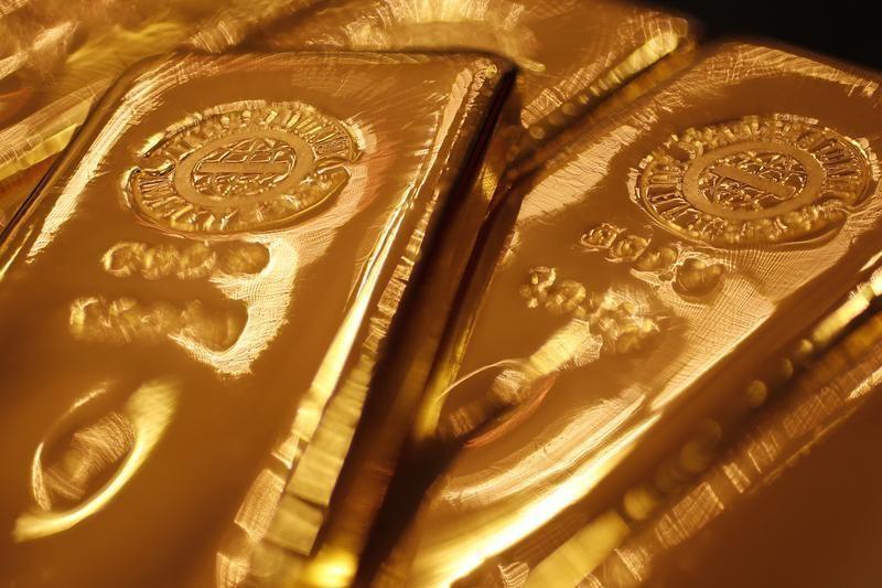 © Reuters. Oro al minimo di 7 settimane tra i timori di un aumento dei tassi a dicembre