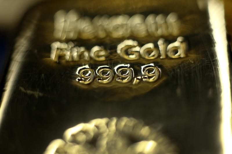 © Reuters.  Il prezzo dell'oro tocca il massimo di 3 settimane