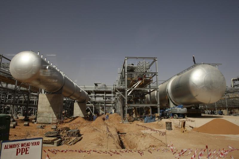 © Reuters.  Harga minyak mentah bertahan di puncak 7 bulan tapi naik terbatas