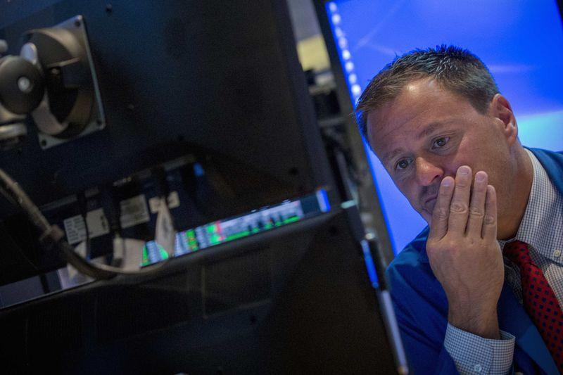 © Reuters.  Pasar AS tutup lebih rendah; Dow Jones turun 2.21%
