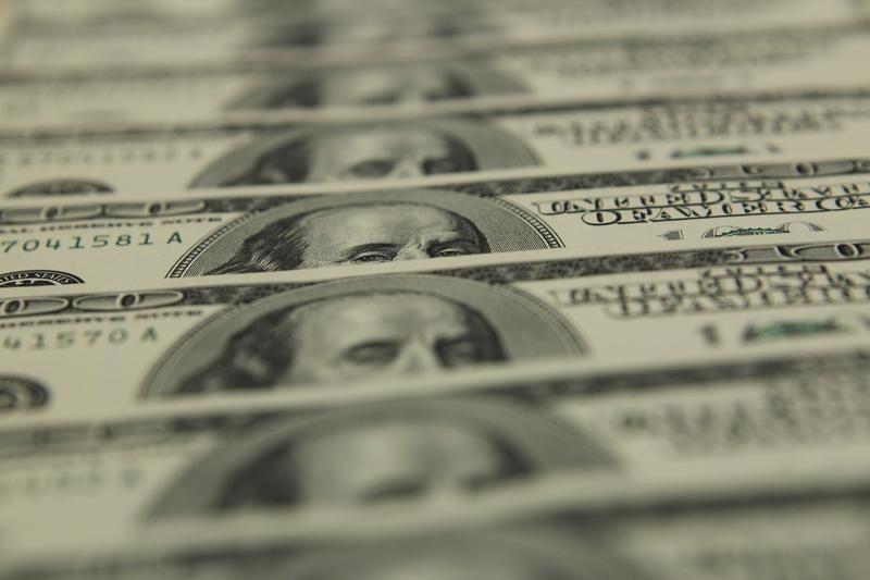 """Средневзвешенный курс доллара США к российскому рублю со сроком расчетов """"завтра"""" по состоянию на 11:30 мск 26 сентября составил 64,1506 руб."""