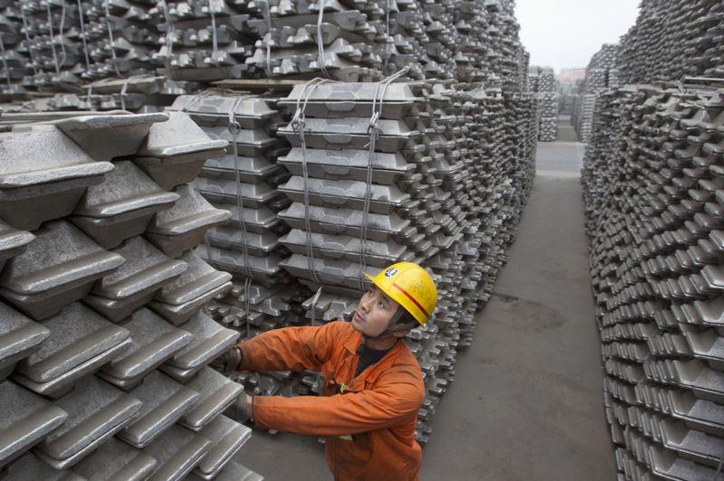 © Reuters. منتجو الألومنيوم بالخليج يستهدفون التصدير لأمريكا رغم ترامب