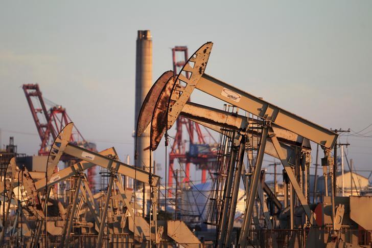 © Reuters.  Futures minyak mentah lebih rendah pada jam dagang AS