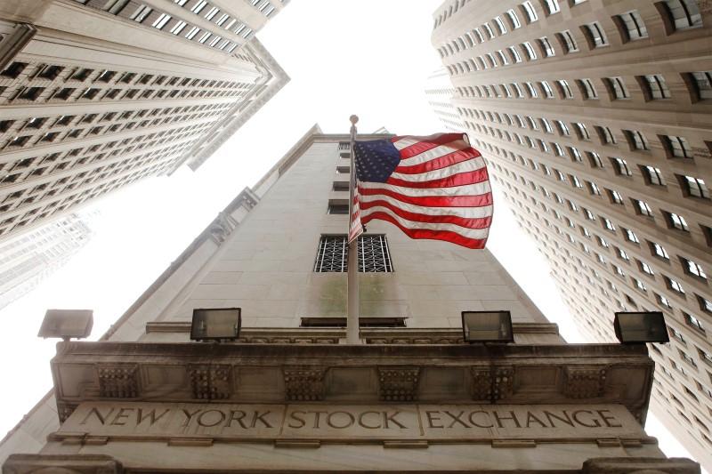 © Reuters.  Pasar AS tutup lebih rendah; Dow Jones turun 1.47%