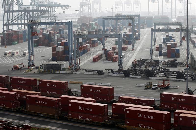 Yeni Zelanda'da ticaret dengesi tahmin edilen rakam -1.123M gerçek rakam -1.436M