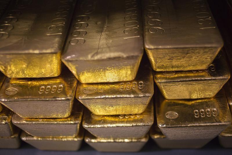 © Reuters.  L'oro oscilla in attesa dei dati sul settore manifatturiero USA