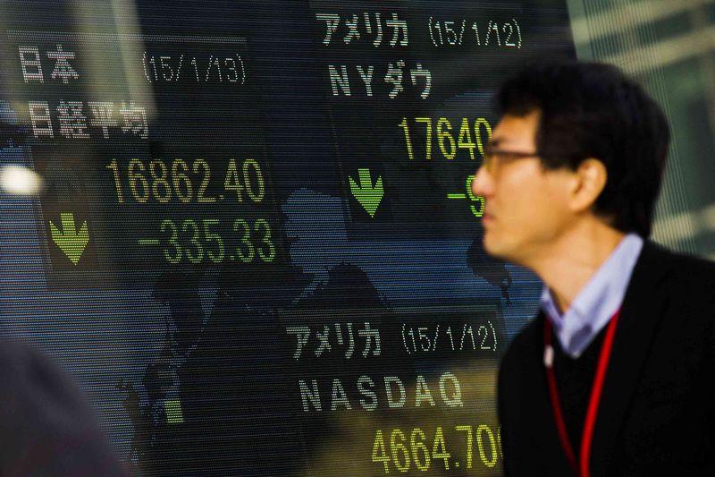 © Reuters.  Pasar saham Asia ditutup menguat; Hang Seng perkasa 1.33%