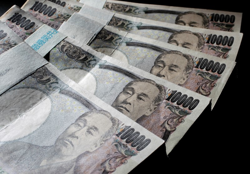 © Reuters.  Yen weakens further