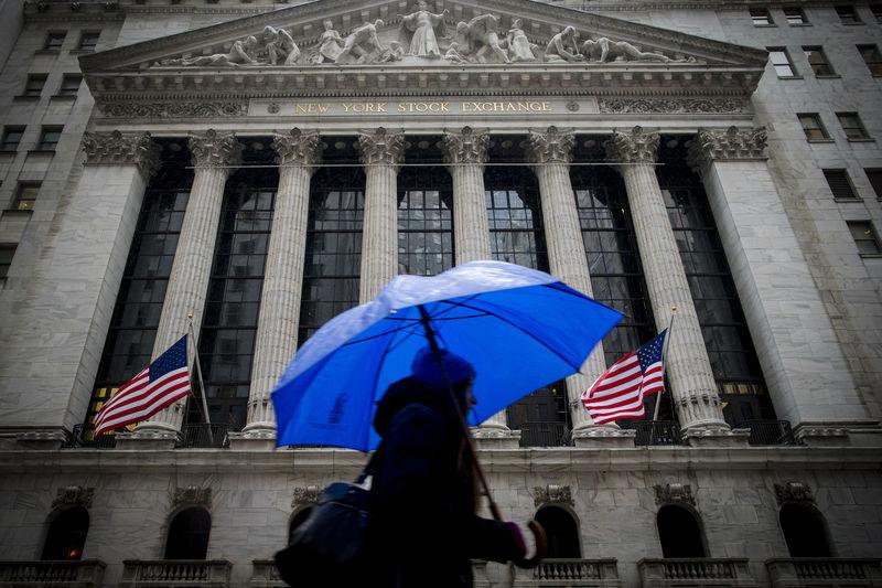 © Reuters.  Pasar AS tutup lebih tinggi; Dow Jones naik 0.82%