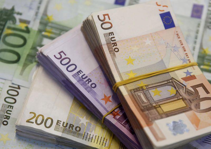 ЦБ РФ установил курс евро на сегодня в размере 72,0604 руб.