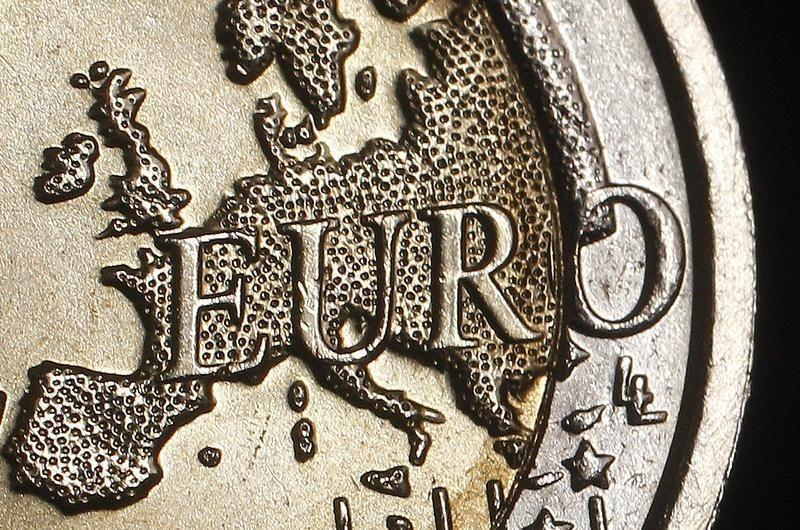 Пара EUR/USD стабильна у 7-месячного минимума, несмотря на PMI еврозоны