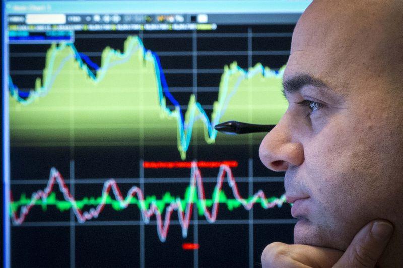© Reuters.  Фондовые индексы США открылись падением из-за нефти, Apple