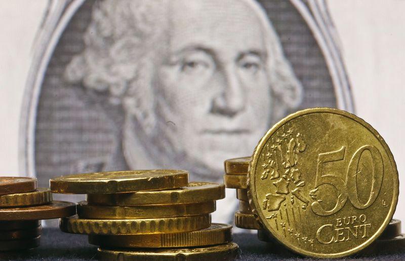 © Reuters.  Forex - EUR/USD naik selama sesi Asia