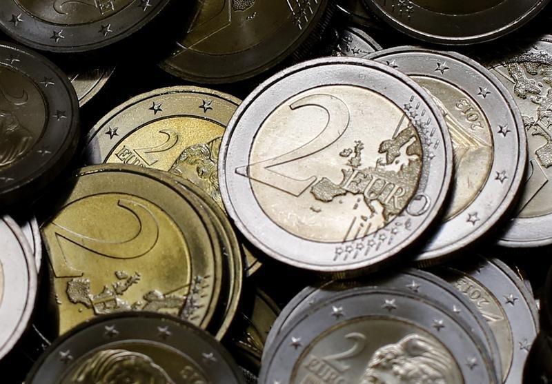ЦБ РФ установил курс евро на сегодня в размере 71,8404 руб.