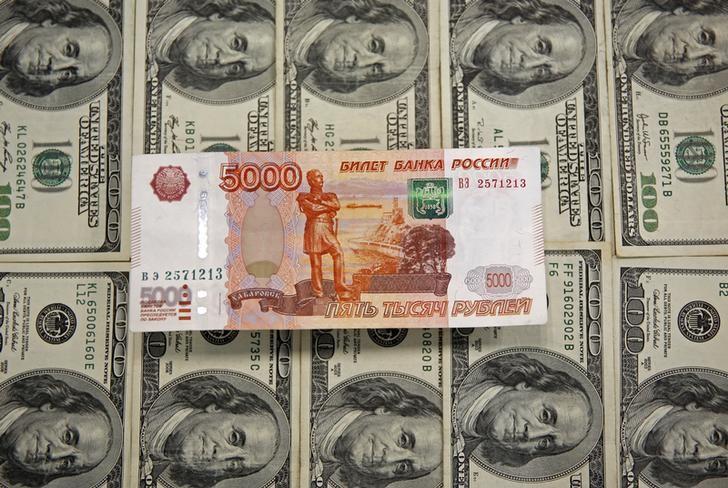 Рубль устойчив, несмотря на ухудшение настроений на развивающихся рынках