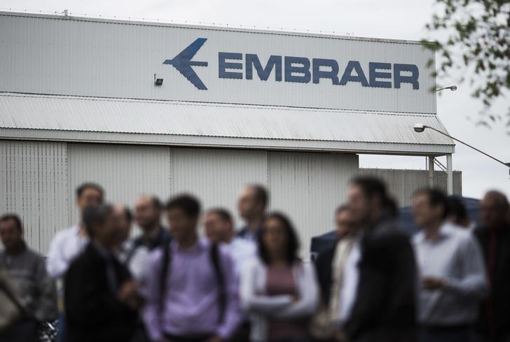 Resultado de imagem para Embraer anuncia novo plano de demissão voluntária