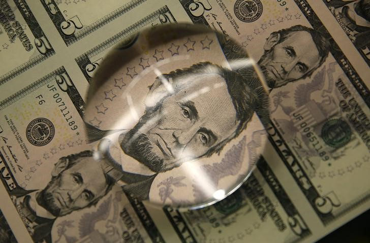 © Reuters.  Dollar weakens broadly after Yellen remarks