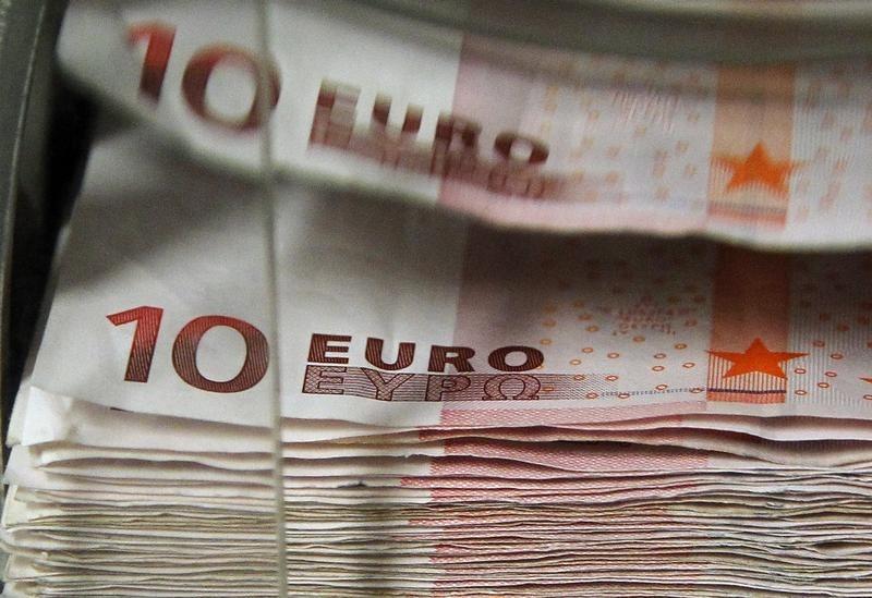 Евро снижается, пока рынки затаились в ожидании решения ЕЦБ LYNXMPEB3K10D_L
