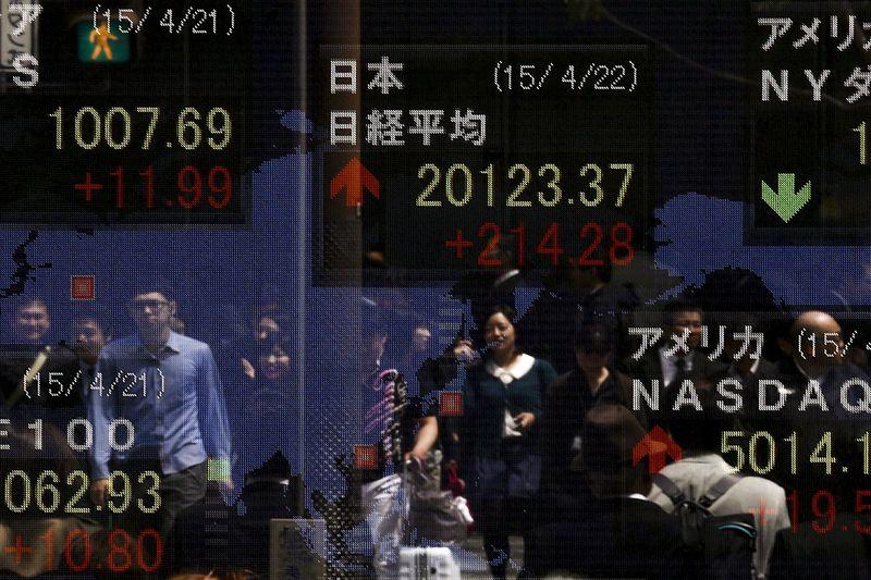 © Reuters.  Pasar saham Asia ditutup beragam; Nikkei menguat 0.98%