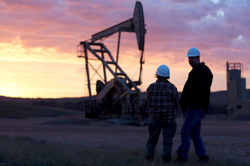 Нефть дешевеет, Brent держится около $50 за баррель