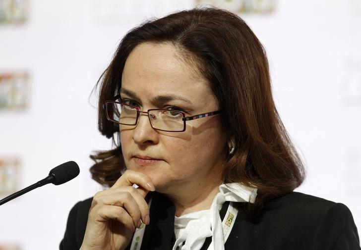 © Reuters.  Глава Центробанка РФ допускает ужесточение политики, видит инфляционное давление