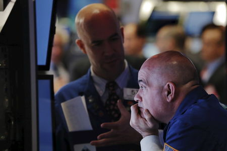 U.S. futures point to flat open on Wall Street