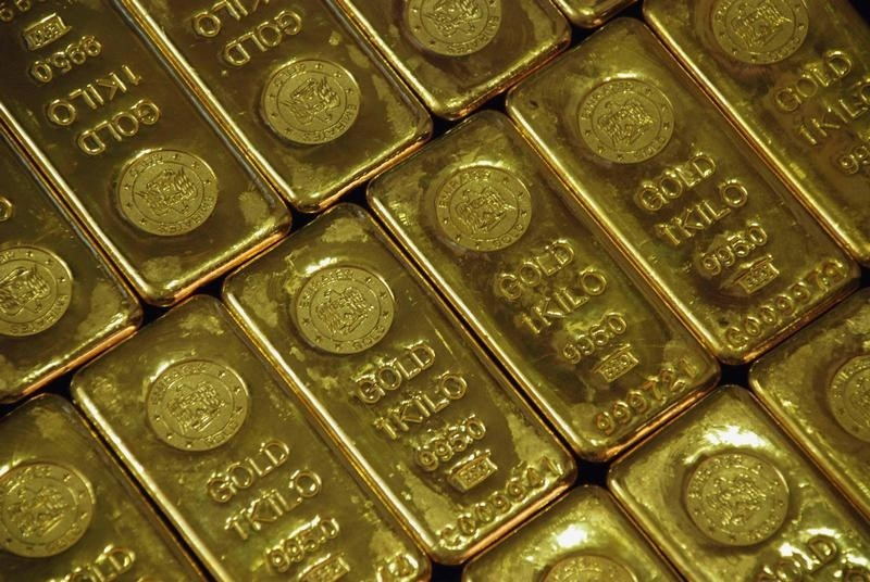 © Reuters.  Futures emas lebih rendah pada masa dagang Asia