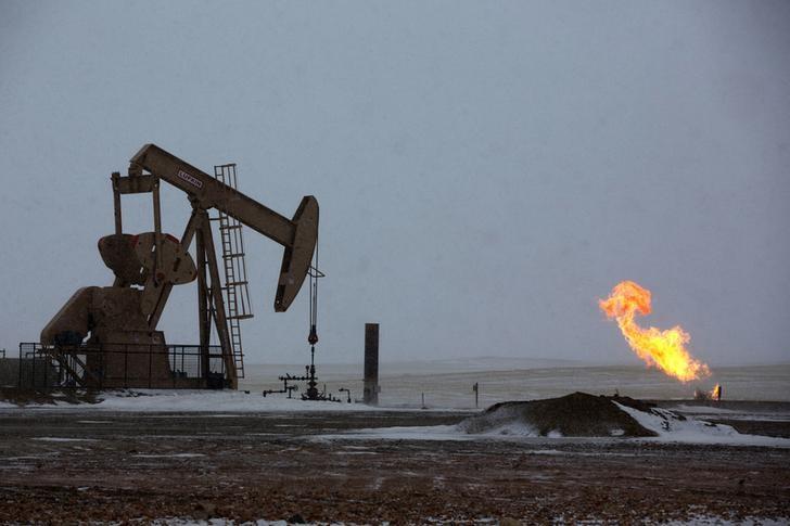 © Reuters.  Futures minyak mentah lebih rendah selama sesi Eropa
