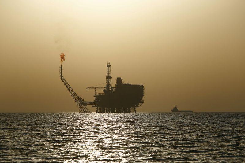 © Reuters.  NYMEX, minyak mentah rebound di sesi Asia