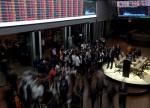 Bovespa cai 1,7% com fraqueza em Wall St, em dia de ruídos políticos e balanços