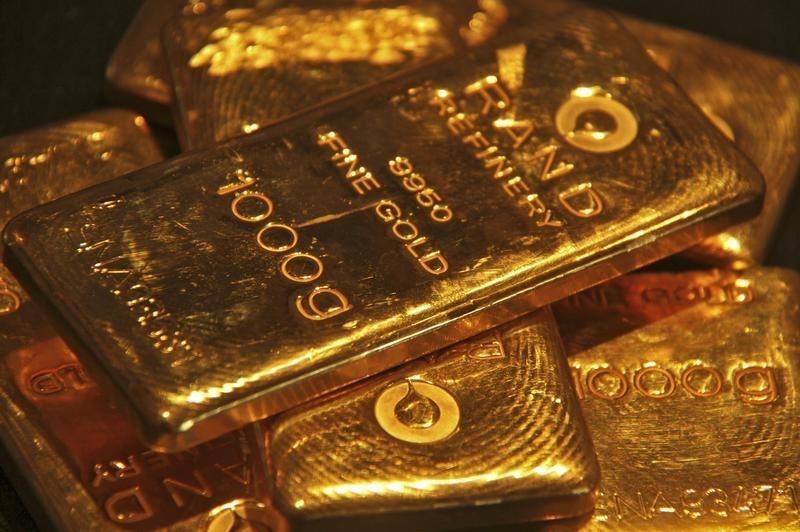 © Reuters.  Futures dell'oro vicino al minimo di 5 settimane tra le prospettive di un aumento dei tassi della Fed