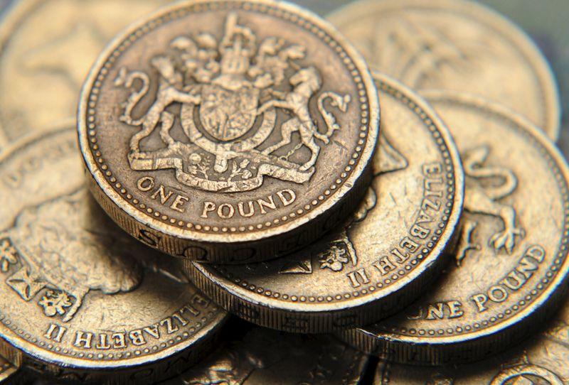 Пара GBP/USD упала до 3-месячного лоу, несмотря на данные Великобритании