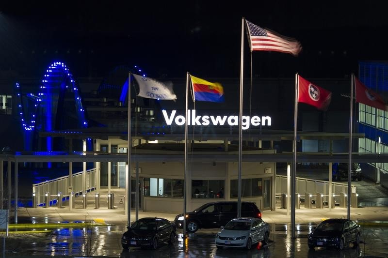 © Reuters.  Facing U.S. storm, VW set for easier ride in Europe on emissions scandal