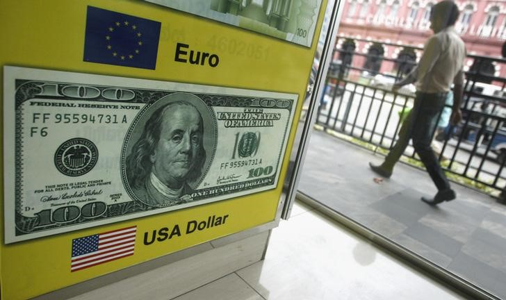 © Reuters.  Forex - EUR/USD turun pada akhir sesi AS