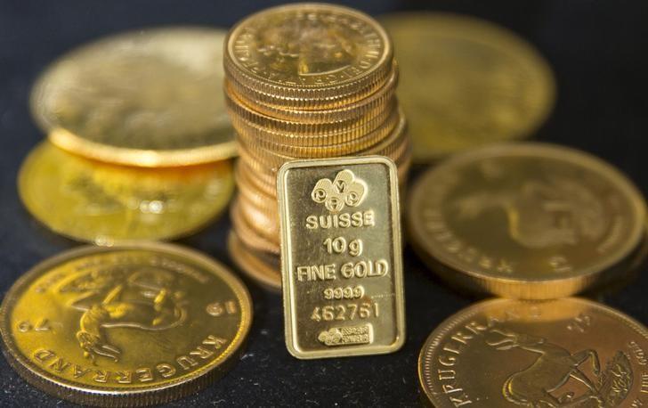 © Reuters.  Oro vicino al massimo di 13 mesi, ridotte le speranze di un aumento dei tassi da parte della Fed