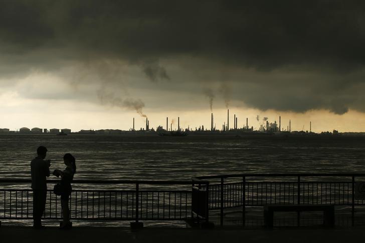 © Reuters. العقود الآجلة للنفط الخام إرتفعت خلال الدورة الآسيوية