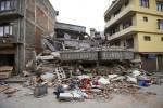 Devastating Nepal earthquake kills hundreds, triggers deadly Everest avalanche