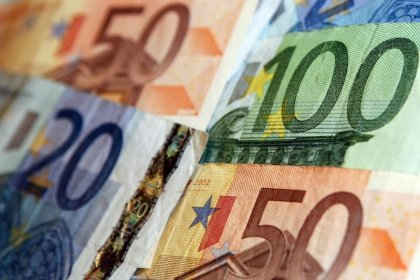 Euro drops for second day after dovish ECB meeting
