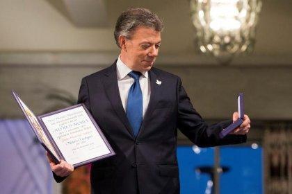 """Santos dice que Premio Nobel """"fue el viento"""" que impulsó a Colombia a la paz"""