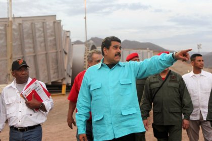 Venezuela sube el salario mínimo un 30% en medio de una inflación galopante