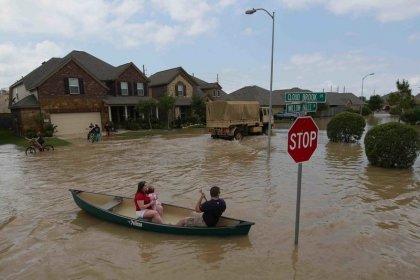 Inundaciones en Texas dejan al menos 5 muertos