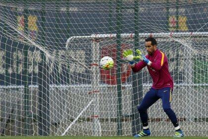 Bravo será duda en el Barça en las dos últimas jornadas de Liga