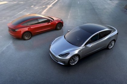 Two Tesla executives leaving ahead of Model 3 ramp-up