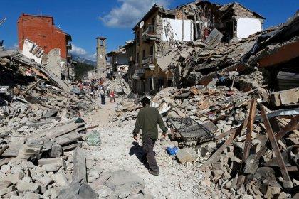 Terremoto deja al menos 120 muertos y localidades destruidas en el centro de Italia