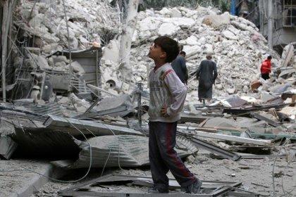 Batalla recrudece cerca de ciudad siria de Alepo, ataques aéreos continúan