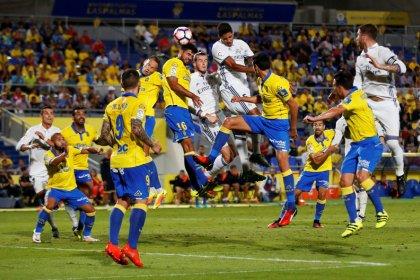 Barcelona close gap as Real draw at Las Palmas