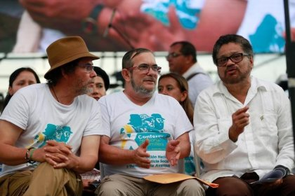 Jefes de las FARC salen de la selva colombiana hacia Cartagena para firma de acuerdo de paz: fuentes